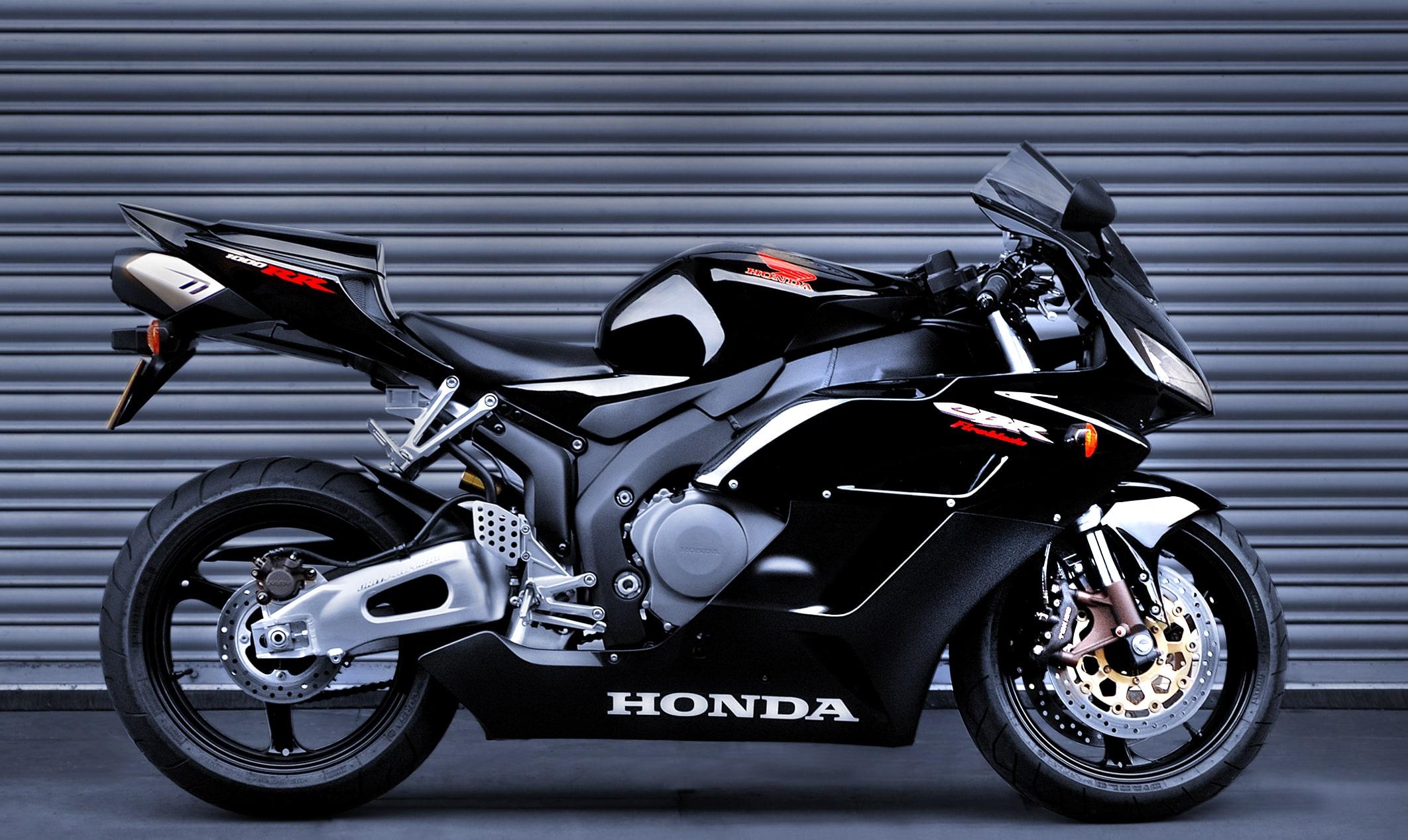 Honda Fireblade CBR by Paul Bussell